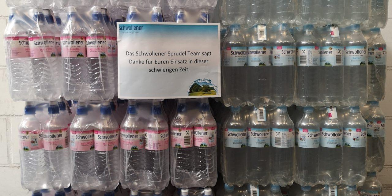 Schwollener Sprudel spendet über 30.000 Flaschen Mineralwasser im Bereich der Pflege